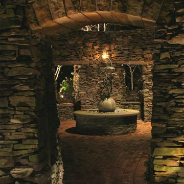 Brick Fountain Downlighting with Directional Lights
